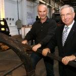Technik-Museum-Vorsitzender Ewald Griesel (rechts) mit stellvertreter Bernd Scott. Foto: Mario Zgoll