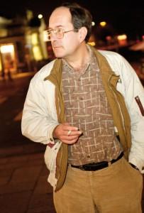 """Volker Schnell kennt die Region und ihre Geschichten. Sein Krimi """"Mordhessen"""" feiert am 12. März, 20 Uhr, im Kasseler Café Buch-Oase, Germaniastr. 14, Premiere. Foto: Mario Zgoll"""