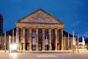 Erstrahlt in altem Glanz: Der Portikus der historischen Stadthalle, erbaut 1911 - 1914, heute Kongress Palais Kassel. Foto: Kassel Marketing GmbH