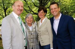 Dieter Mehlich (Ex-Vorstandsvorsitzender Kasseler Sparkasse) mit Ehefrau Inge sowie Sigrid und Georg von Meibom (Vorstand E.ON Mitte, v.l.) ließen sich die Eröffnungsveranstaltung nicht entgehen. Foto: Georg Pepl