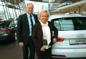 Audi Zentrum-Chef Volker Link mit Unternehmensberaterin Ilka Jastrzembowski. Foto: Mario Zgoll