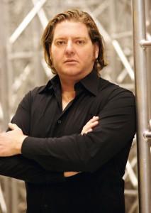 Sebastian Schulze-von Hanxleden ist umtriebiger Unternehmer und Chef der Ton Direkt GmbH in Kassel-Waldau – einer Firma für Ton, Bild und Bühnenshow. Foto: Mario Zgoll