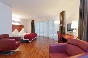 Hochwertig designte Zimmer und luxuriöse Suiten laden zum Wohlfühlen ein. Foto: EKKOs