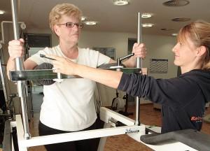 In der Rehabilitation erfahrene Fachkräfte der Physiotherapie, physikalischen Therapie und Ergotherapie bieten ein breites und speziell auf orthopädische und rheumatologische Erkrankungen abgestimmtes  Behandlungsspektrum. Foto: Balzerborn Kliniken