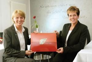 Anette Trayser (li.) und Anke Thielmann sind die Geschäftsführerinnen des Hotels garni Wilhelmshöher Tor. Foto: Mario Zgoll