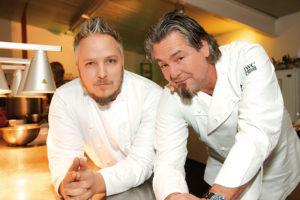 Kochten dieses Gericht gemeinsam: Fliegende Köche-Chefkoch Christoph Brand und RTL II Kochprofi Frank Oehler. Foto: Mario Zgoll