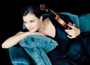 Janine Jansen ist eine der international führenden Geigerinnen. Am 1. November spielt sie in der Kasseler Stadthalle. Foto: nh