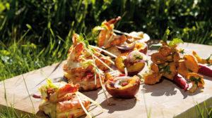 Glückliche Garnelen mit gebratenen Pfirsichen und Chili-Pfifferlingen