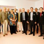 Um Dialog, Kommunikation, Marketing und Touchpoints ging es beim Workshop von Lopri Communications, den Prof. Andreas Mann (Mitte) leitete. In der Pause stellten sich die Teilnehmer dem Fotografen.  Foto: Mario Zgoll