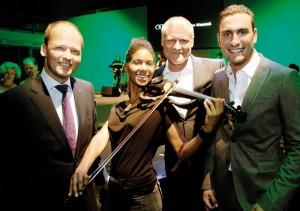 Glinicke-Regionalleiter Carsten Bachmann,Volker Link als Chef des Audi Zentrums und Verkaufsleiter Bastian Laumeier genossen den Abend auch musikalisch. Foto: Mario Zgoll