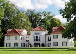 Erholung vor der Haustür: Park Schönfeld mit Schloss. Foto: nh