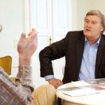 Dr. Werner Neusel im Gespräch mit Jérôme-Autor Volker Schnell (links). Foto: Mario Zgoll