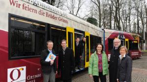 Grimm-Straßenbahn geht auf die Schienen