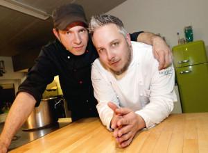 Empfehlen den almgedudelten Ochsen: Ole Plogstedt und Christoph Brand. Foto: Mario Zgoll