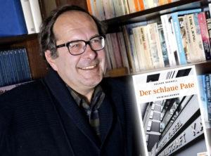 """Erfolgsautor Volker Schnell präsentiert seinen neuen Kriminalroman """"Der schlaue Pate"""" im Museum für Sepulkralkultur. Foto: Mario Zgoll"""