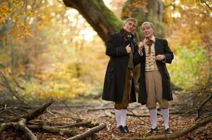 Die Schauspieler Stefan Becker und Carlo Ghirardelli sind als Brüder Grimm am Sonntag, 26. Mai, in Bad Emstal zu Gast. Foto: nh
