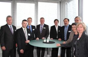 Jürgen Kümpel, Alexander Appel, Jan Benedix, Burkhard Walter, Jens Behrmann, Lothar Freitag, Werner Arndt, Claudia Scherbaum und Martina Flaspöhler (v.l.). Foto: nh