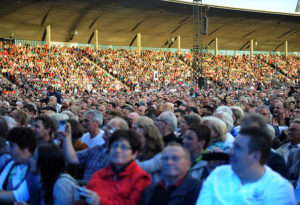 Ausverkauftes Auestadion beim Konzert von Schlagerkönigin Helene Fischer. Foto: H. Soremski