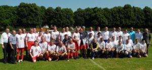 Die Teilnehmer des Fußballtunriers. Foto: nh