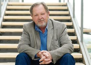 Prof. Dr. Reiner Sörries ist seit 1992 Geschäftsführer der Arbeitsgemeinschaft Friedhof und Denkmal und Direktor des Museums für Sepulkralkultur in Kassel. Foto: Mario Zgoll
