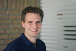 Dr. Fritz Kollmar liebt und lebt seinen Beruf. Im Vordergrund steht bei ihm immer die Zahngesundheit, aber auch die Ästhetik behält er stets im Blick. Foto: nh