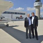 Wilfried Otto, Vorstandsvorsitzender der Piper Gruppe (links) mit Flughafensprecher Jörg Ries. Foto: Markus Frohme