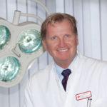 Prof. Dr. med. E. M. Noah, Chefarzt in der Klinik für Plastische, Ästhetische und Rekonstruktive Chirurgie / Noahklinik am  Roten Kreuz Krankenhaus in Kassel. Foto: nh