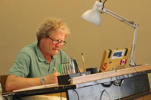 Auch Til Mette zeichnete während des Workshops fleißig weiter – schließlich gab es Abgabetermine einzuhalten. Foto: Kocer Yüksel