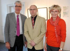 Oberbürgermeister Bertram Hilgen, Dr. Stephan Schwenke und Kulturamtsleiterin Dorothée Rhiemeier (v.l.). Foto: nh