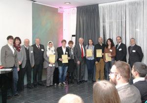 Uni-Präsident Professor Dr. Rolf-Dieter Postlep (3.v.l.) mit den Stipendiaten des Deutschlandstipendiums des Jahrgangs 2013/2014 und den anwesenden Förderern. Foto: nh