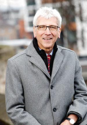 Kassels Oberbürgermeister Bertram Hilgen an einem seiner Lieblingsorte in Kassle: dem Rondell. Foto: Mario Zgoll