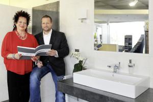 """Geschäftsinhaberin Marisa Flohr mit Sohn Gerit. Als Spezialist für Komplett-Bäder  bietet er seit 15 Jahren alles aus einer Hand im """"Rundum-sorglos-Paket"""". Foto: nh"""