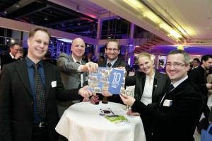 Sie zeigten sich stolz auf die erfolgreiche  Dekade, in der MoWiN.net die hiesige Region nachhaltig verändert hat (v.l.): Markus  Barella (Geschäftsführer, first energy),  Michael Schapiro (Projektleiter Promotion Nordhessen, Regionalmanagement Nord-hessen GmbH), Dr. Volker Asemann (Vorstand, K-Utec AG Salt Technologies), Nadja Gläser (Leitung Mobilität, Regionalmanagement Nordhessen GmbH), und ihr Vorgänger Michael Kluger (Leiter Mobilität, House of Logistics & Mobility (HOLM) GmbH) (v.l.).  Foto: Carsten Herwig