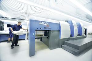 Die bei Bernecker installierte KBA Rapida 106 HS SIS Druckmaschine ist die weltweit erste mit 100 Prozent kameraüberwachter Produktion