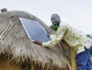 Durch Stromerzeugung mittels PV-Module erschließen sich die Menschen Lebensqualität. Foto: Kirchner Solar Group