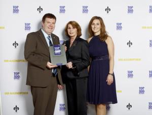 Herr und Frau Wetzel mit der Schirmherrin Senta Berger anlässlich der Preisverleihung. Foto: BGW Marketing