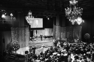 Auch der Hessische Rundfunk nutzte die Stadthalle; hier zur Aufzeichnung der Sendung Teletreff anlässlich des 60. Geburtstages  des Senders am 24. Januar 1985. Foto: Renate Lehning