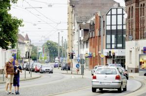 Die Leipziger Straße ist als große Hauptverkehrsstraße eine wichtige Verbindung zwischen Kassel und der Region. Das Verkehrsaufkommen war hier schon immer groß und wuchs kontinuierlich an, Erleichterung gab es seit Eröffnung der Anschlussstelle Kassel-Ost. Diese Verbindung zur Bundesstraße 7 wird mit dem Bau des neuen Autobahndreiecks im Kasseler Osten wegfallen. Foto: Mario Zgoll