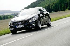 Große Kraft, kleiner Durst: Der Volvo V60 Plug-in-Hybrid lässt sich spielend leicht fahren und wird im E-Betrieb nahezu lautlos. Foto: Mario Zgoll