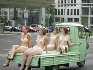 Aufmerksamkeit garantiert:  Piaggio-Projekt 2012. Foto: Aktionstheater Kassel