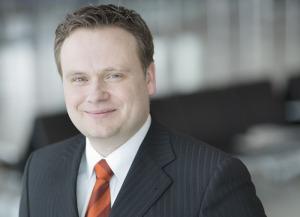 Lars Ernst, bisher Bereichsleiter Operations und Sicherheit, wird zusätzlich den kaufmännischen Bereich verantworten und Prokura erhalten. Foto: Flughafen GmbH Kassel