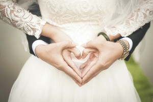 Vor der Trauung müssen viele Fragen geklärt werden. Die Hochzeitsmesse kann Tipps geben. Foto: pixabay.com