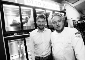 Wolfgang Otto (links) vom Spezialitätenversand Otto Gourmet sorgte als Lieferant der Spitzengastronomie für das Fleisch. Foto: Mario Zgoll