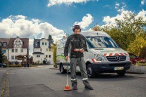Mit modernen Kabel-Messwagen können die Mitarbeiter der EAM-Tochtergesellschaft EnergieNetz Mitte schnell und zuverlässig Fehler im unterirdisch verlegten Stromnetz finden und beheben. Foto: nh