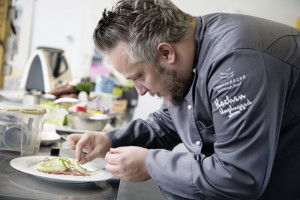 Fliegende Köche-Chefkoch Christoph Brand in Aktion. Foto: nh