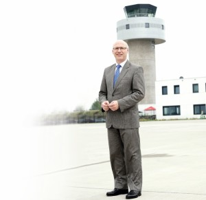 Ralf Schustereder ist seit April 2014 Chef des Kassel Airport. Er bringt nationale und internationale Erfahrung mit und will Kassel ans Liniennetz anbinden. Foto: Mario Zgoll