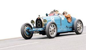 Bernd Hänßler und Beate Reiter im blauen Bugatti 35 B, Baujahr 1926. Foto: Mario Zgoll