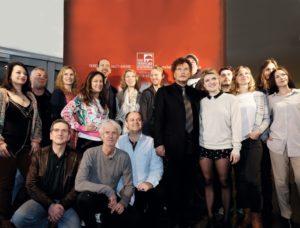 Völlig entspannt präsentierten sich der neue Intendant Dieter Wedel und seine hochkarätige Darstellerriege zum Probenbeginn der Bad Hersfelder Festspiele. Foto: Mario Zgoll