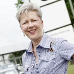 """""""Kommunizieren und Organisieren liegt mir"""", hebt Elke Daniel hervor. Nach knapp drei Jahrzehnten als eine zentrale Ansprechpartnerin bei BMW Kassel geht sie in den Ruhestand. Foto: Mario Zgoll"""