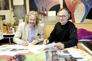 Mit dem Herkules hoch hinaus: Projektleiter Markus Exner (links) und Künstler Wolfgang Loewe. Foto: Mario Zgoll